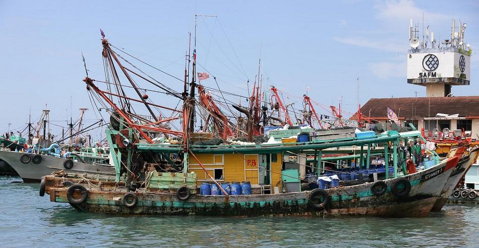 Fishing trawlers in Kota Kinabalu, Sabah, Malaysia. Photo by stratman², Flickr.