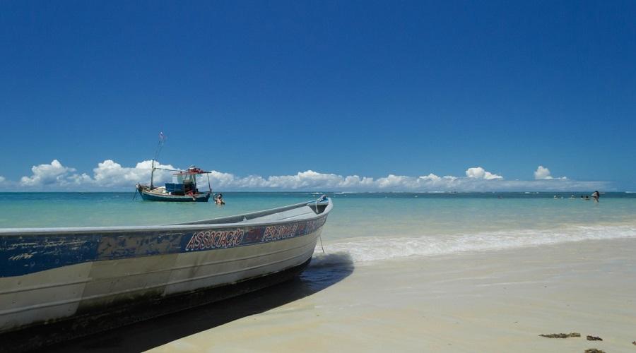 Praia dos coqueiros, Bahia state, Brazil. Photo from Pxhere, CC0 Public Domain.